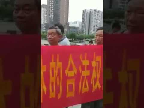 老兵在行动 四川阆中老兵在市政府前静坐维权